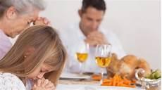Mengapa Orang Kristen Perlu Berdoa Sebelum Makan