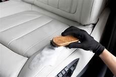schimmel entfernen autositz autositz reinigen ratgeber tipps und tricks autoteile