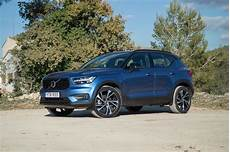volvo xc40 bilder volvo xc40 amasses 20 000 orders as it hits dealers roadshow