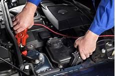 Wenn Die Autobatterie Versagt Richtig Starthilfe Geben