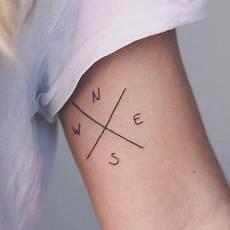 points cardinaux en tatouage tatouage petit tatouage de