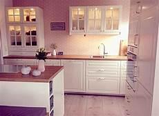 Moderne Küchen Tapeten - kueche mit tapete ideen ikea k 252 che landhaus
