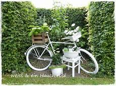 deko fahrrad für blumen wei 223 ein hauch ros 233 fahrrad trifft blumen