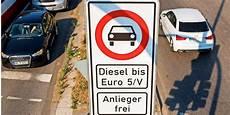 berliner senat beschlie 223 t dieselfahrverbote f 252 r acht stra 223 en