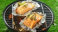 lachs auf grill lachs grillen rezept ideen und tipps f 252 r die zubereitung