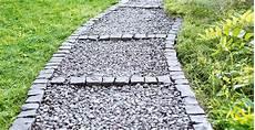 kieselsteine in beton verlegen gartenweg anlegen einfahrt pflastern obi gartenplaner