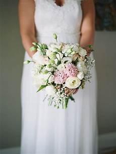 wedding flowere winter wedding flowers guide mondo floral designs