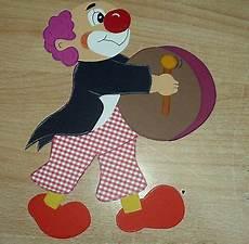 clown malvorlagen ausdrucken selber machen fensterbild clown mit trommel tonkarton basteln