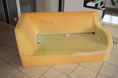 renovation canapé cuir a mains nues r 233 novation d un canap 233 en simili cuir