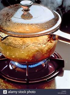 Glastopf Zum Kochen - glass saucepan on gas hob with boiling water stock