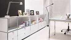 inneneinrichtung bueromoebel design schwarz buerowand regalwand mit metall ausziehtueren und