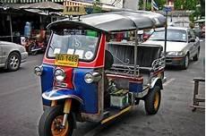 otro medio de transporte los tuk tuk en tailandia
