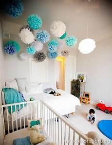 kinderzimmer deckenle mädchen 2013 02 babyzimmer dekorieren ideen decke pompoms t 252 rkis