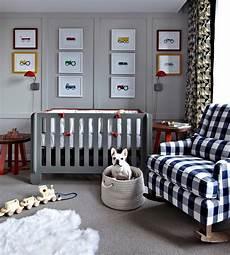 Kinderzimmer Blau Grau - brown and orange boy nursery with brown striped walls
