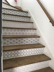 vinyle autocollant pour contremarches escalier sous sol
