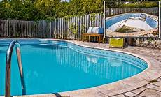 changer liner piscine tutoriel comment changer le liner de sa piscine