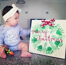 Basteln Kleinkinder Weihnachten - handprint footprint wreath craft crafty