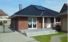Bungalow Mit Walmdach Dachneigung 32 176 Verblendfassade