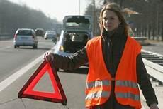 warnweste im auto warnwesten k 246 nnen leben retten autobild de