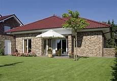 bungalow im landhausstil bungalow landhaus rhone ein fertighaus gussek