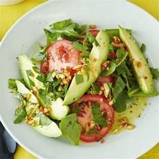 Rezept Mit Avocado - avocado tomaten salat auf rauke brigitte de