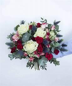 Bouquet De Roses Blanches Et Rouges Avec Eucalyptus