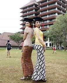 36 Model Kebaya Wisuda Modern 2019 Simple Elegan