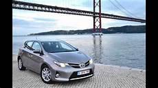 Toyota Auris Hybride 2013 Sur Les Routes Portugaises