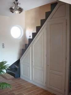 un placard sous escalier vous avez am 233 nag 233 le