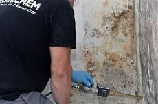traitement humidité mur interieur traitement des murs humides par injection dans les locaux