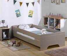 kinderbett aus massivholz mit lattenrost und matratze