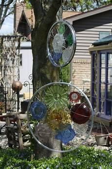 Kreative Gartenideen Reifen Speichen Glas Teller Bunt Deko