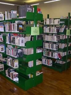 scaffali per biblioteche tirrenia srl scaffali a palchetto archivia librerie