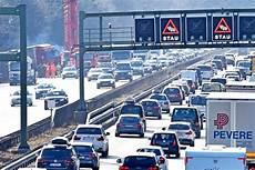 Bilder Mega Stau Auf Der A8 Nach Laster Unfall Bayern