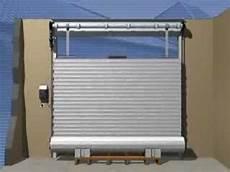 porte de garage bricomarché montage d une porte de garage enroulable rollmatic h 246 rmann
