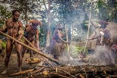 10 Suku Kaum Orang Asli Yang Jauh Dari Peradaban Manusia
