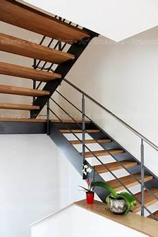 escalier limon metal 2 quarts tournant palier acier laque
