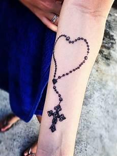 Herz Handgelenk - herz mit jesus kreuz roseary tattoos