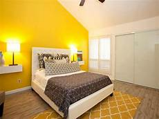 10 Beautiful Master Bedrooms With Yellow Walls