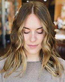 17 flattering medium hairstyles for round faces
