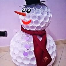 pupazzo bicchieri di plastica attivit 224 sull inverno con i bambini pupazzi di neve e