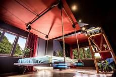letto amaca un letto telecomandato e appeso al soffitto come un amaca