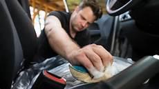 schimmel entfernen autositz autositze reinigen flecken richtig entfernen ndr de