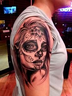 tatouage visage femme tete de mort mexicaine