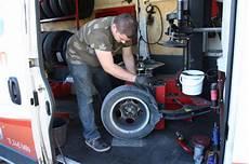 montage de pneu a domicile comment se passe un montage 224 domicile by allopneus