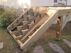 terrasse bois sur plot beton terrasse sur pilotis avec vis de fondation sans mettre de