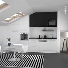 cuisine noir et blanc cuisine bicolore design blanche et meuble haut