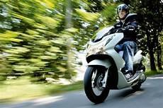 Conduire Un 125 Sans Permis Voiture Moto Plein Phare