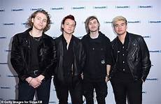 5sos ashton irwin steps out with rumoured kaitlin blaisdell daily mail online