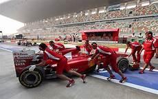 Arbeitsle Garage by Formel 1 Grand Prix Bei Neu Delhi Glitzerwelt Im Armen